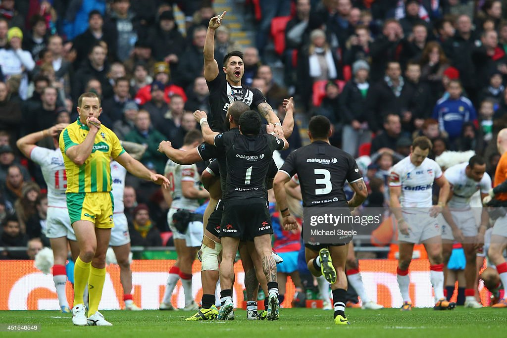 Shaun Johnson of New Zealand celebrates converting the winning try with the last kick of the game during the Rugby League World Cup Semi Final match...
