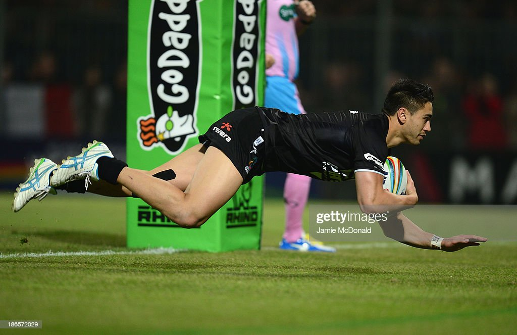 <a gi-track='captionPersonalityLinkClicked' href=/galleries/search?phrase=Shaun+Johnson+-+Rugby+Player&family=editorial&specificpeople=6382622 ng-click='$event.stopPropagation()'>Shaun Johnson</a> of New Zealand scores a try during the Rugby League World Cup group B match between New Zealand and France at Parc des Sports on November 1, 2013 in Avignon, France.