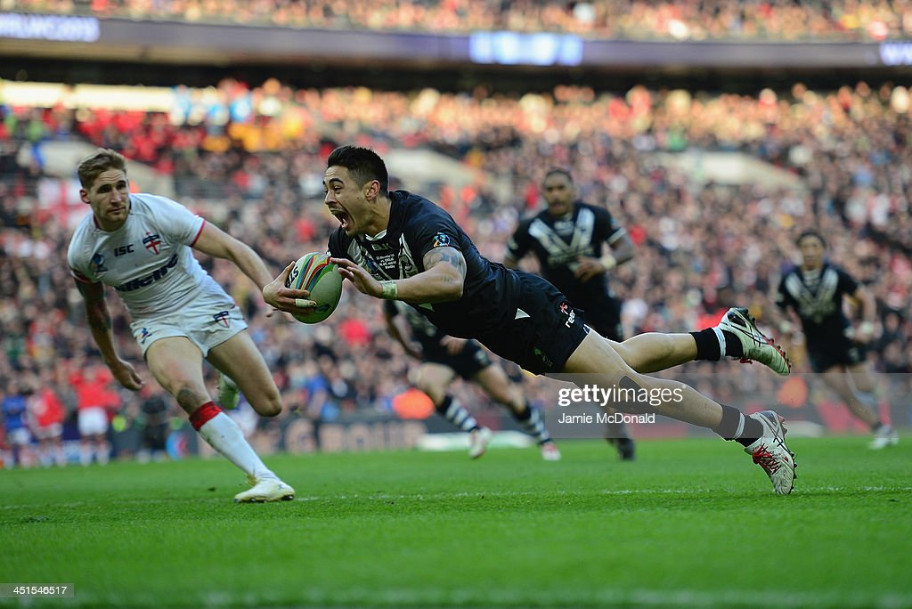 Shaun Johnson of New Zealand scores the winning try during the Rugby League World Cup Semi Final match between New Zealand and England at Wembley...