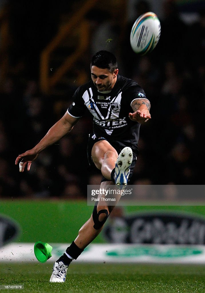 <a gi-track='captionPersonalityLinkClicked' href=/galleries/search?phrase=Shaun+Johnson+-+Rugby+Player&family=editorial&specificpeople=6382622 ng-click='$event.stopPropagation()'>Shaun Johnson</a> of New Zealand successfully kicks a conversion during the Rugby League World Cup Group B match between New Zealand and Papua New Guinea at Headingley Stadium on November 8, 2013 in Leeds, England.