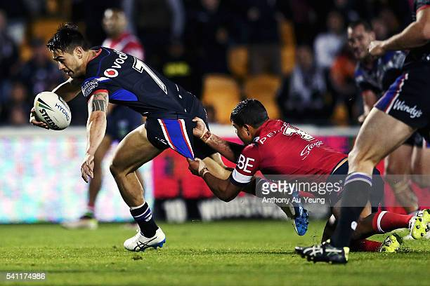 Shaun Johnson of the Warriors beats the tackle from Latrell Mitchell of the Roosters to score a try during the round 15 NRL match between the New...