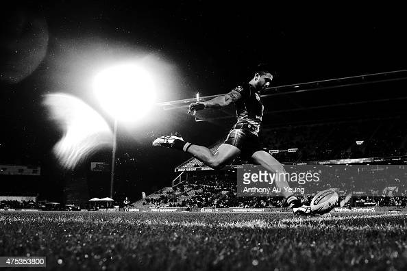Shaun Johnson of the Warriors kicks a conversion during the round 12 NRL match between the New Zealand Warriors and the Newcastle Knights at Mt Smart...