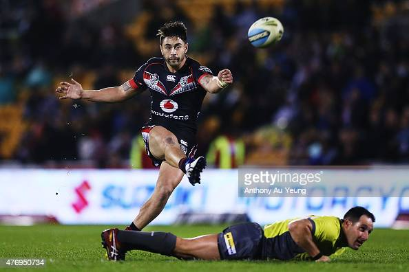 Shaun Johnson of the Warriors kicks an scores a drop goal to level the score towards the final minutes during the round 14 NRL match between the New...