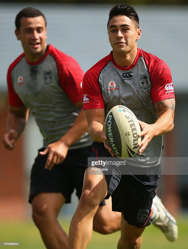 Shaun Johnson of the Warriors looks to pass during a New Zealand Warriors NRL training session at Mt Smart Stadium on February 14, 2013 in Auckland, New Zealand.