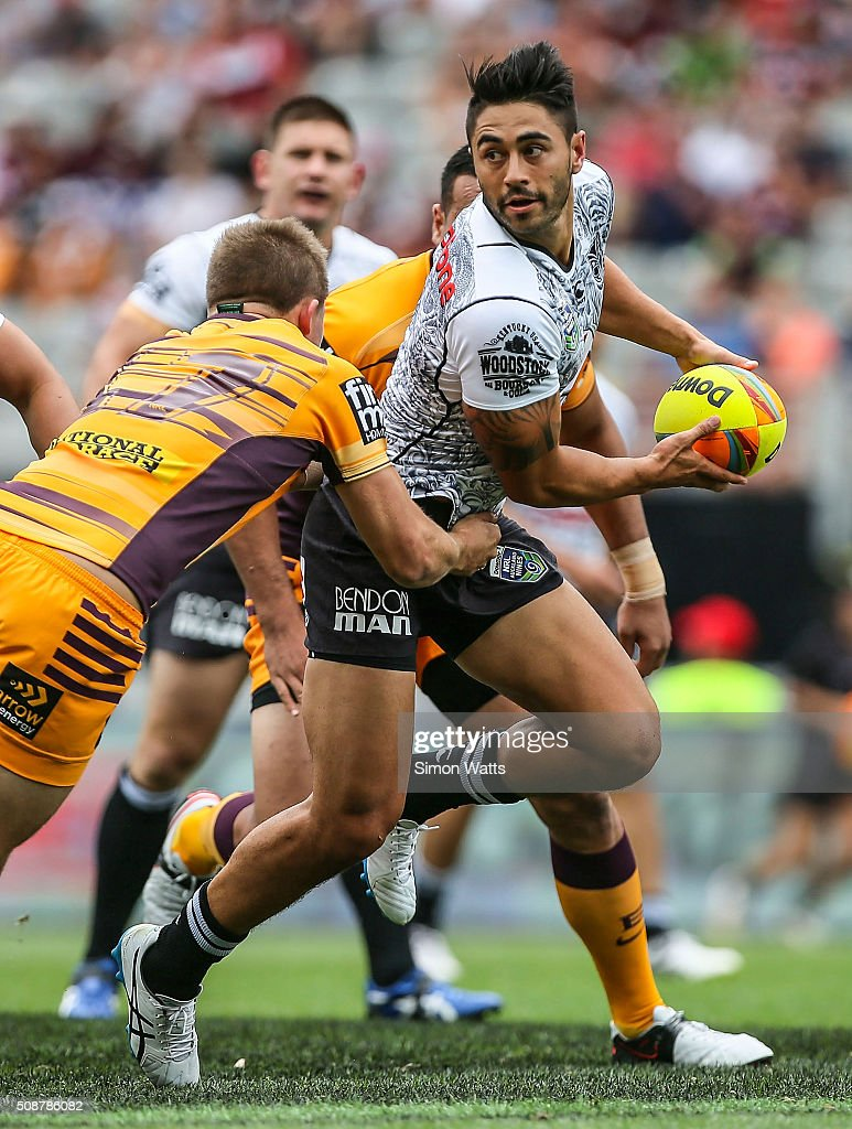 Shaun Johnson of the Warriors looks to pass during the 2016 Auckland Nines match between the Warriors and the Broncos at Eden Park on February 7, 2016 in Auckland, New Zealand.