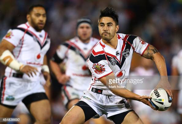 Shaun Johnson of the Warriors looks to pass during the round 26 NRL match between the Penrith Panthers and the New Zealand Warriors at Sportingbet...