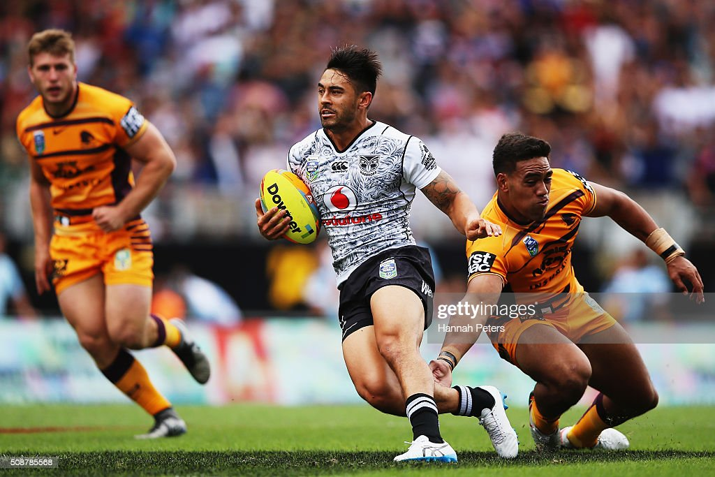Shaun Johnson of the Warriors makes a break during the 2016 Auckland Nines match between the New Zealand Warriors and the Brisbane Broncos at Eden Park on February 7, 2016 in Auckland, New Zealand.