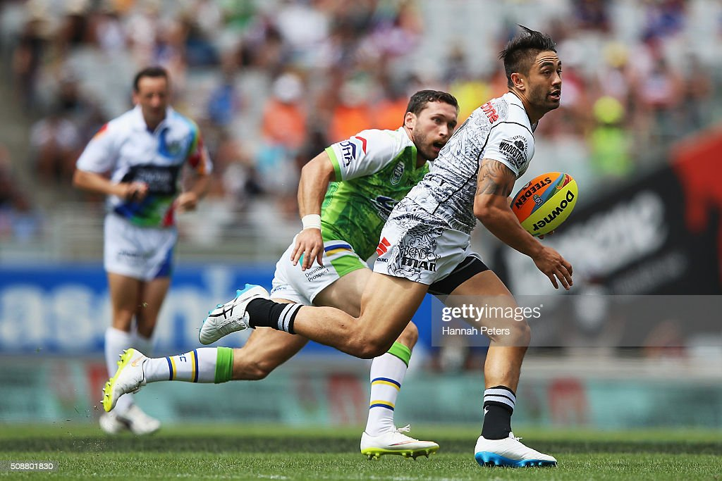 Shaun Johnson of the Warriors makes a break during the 2016 Auckland Nines quarter final match between the New Zealand Warriors and the Canberra Raiders at Eden Park on February 7, 2016 in Auckland, New Zealand.