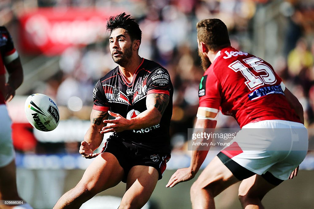 Shaun Johnson of the Warriors makes a pass against Will Matthews of the Dragons during the round nine NRL match between the New Zealand Warriors and the St George Illawarra Dragons at Mt Smart Stadium on May 1, 2016 in Auckland, New Zealand.