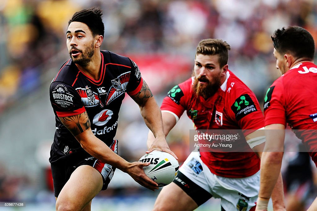 Shaun Johnson of the Warriors makes a run during the round nine NRL match between the New Zealand Warriors and the St George Illawarra Dragons at Mt Smart Stadium on May 1, 2016 in Auckland, New Zealand.