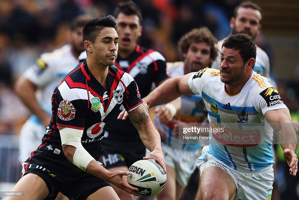 Shaun Johnson of the Warriors passes the ball out during the round eight NRL match between the New Zealand Warriors and the Gold Coast Titans at Mt Smart Stadium on May 5, 2013 in Auckland, New Zealand.