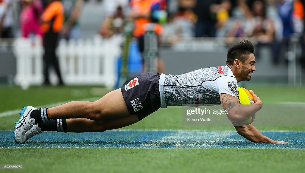 Shaun Johnson of the Warriors scores a try during the 2016 Auckland Nines match between the Warriors and the Broncos at Eden Park on February 7 2016...