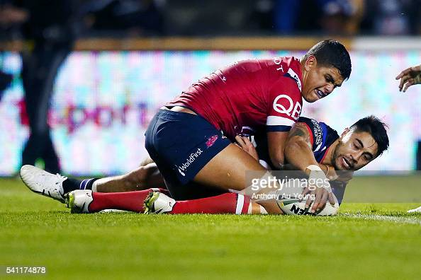 Shaun Johnson of the Warriors scores a try during the round 15 NRL match between the New Zealand Warriors and the Sydney Roosters at Mt Smart Stadium...