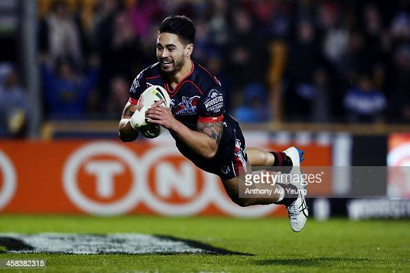 Shaun Johnson of the Warriors scores a try during the round 17 NRL match between the New Zealand Warriors and the Gold Coast Titans at Mt Smart...
