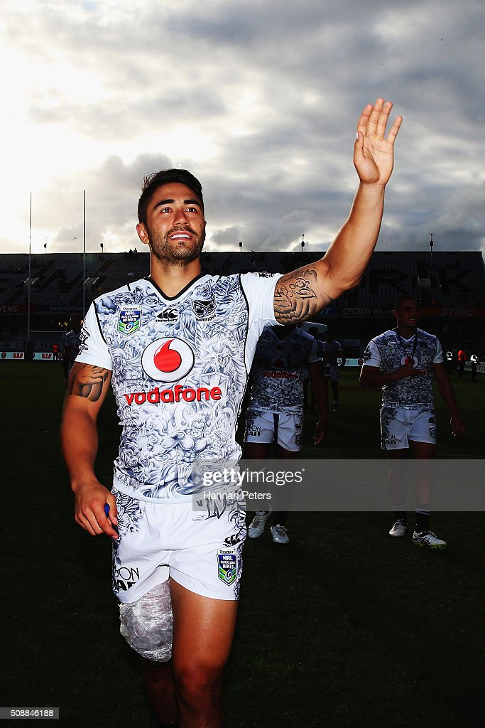 Shaun Johnson of the Warriors thanks the crowd after losing the 2016 Auckland Nines grand final match between the Parramatta Eels and the New Zealand Warriors at Eden Park on February 7, 2016 in Auckland, New Zealand.