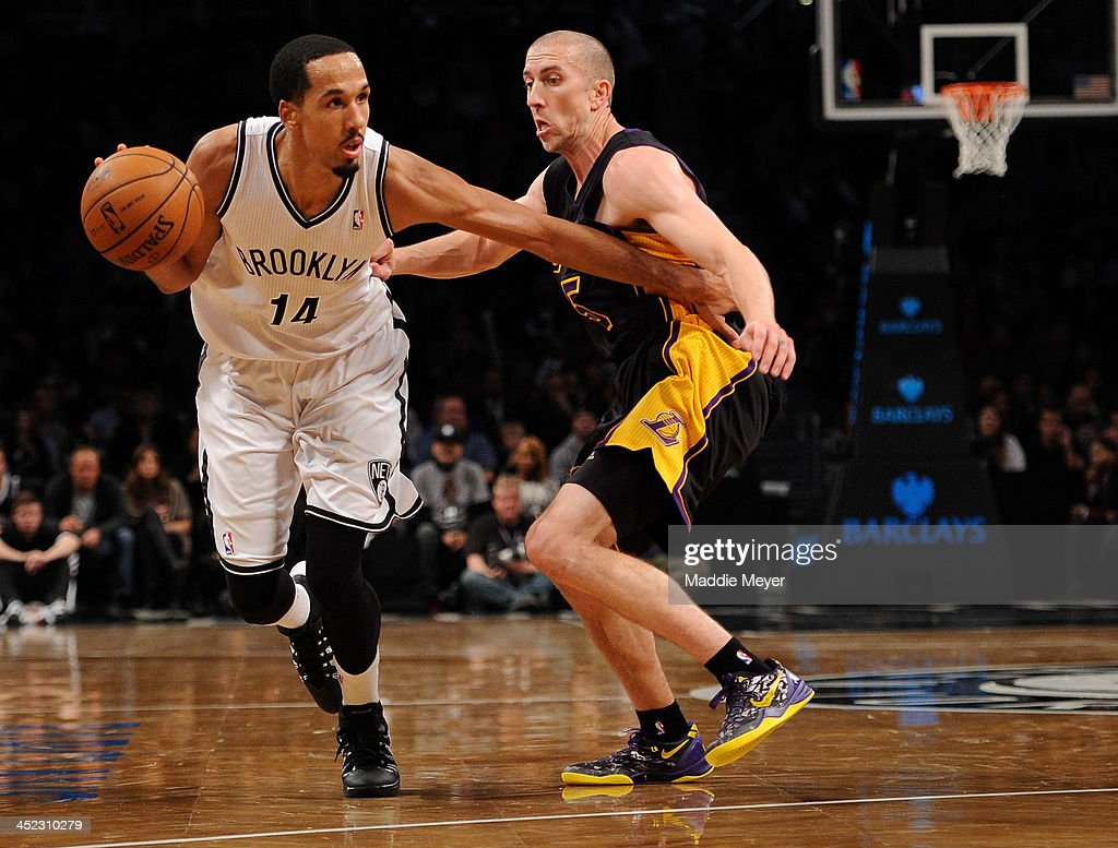 <a gi-track='captionPersonalityLinkClicked' href=/galleries/search?phrase=Shaun+Livingston&family=editorial&specificpeople=202955 ng-click='$event.stopPropagation()'>Shaun Livingston</a> #14 of the Brooklyn Nets drives against <a gi-track='captionPersonalityLinkClicked' href=/galleries/search?phrase=Steve+Blake&family=editorial&specificpeople=204474 ng-click='$event.stopPropagation()'>Steve Blake</a> #5 of the Los Angeles Lakers during the second half at Barclays Center on November 27, 2013 in the Brooklyn borough of New York City. The Lakers defeat the Nets 99-94.