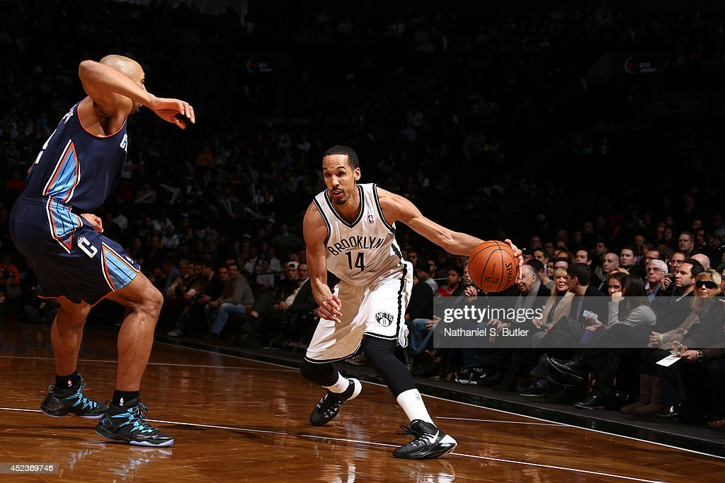 <a gi-track='captionPersonalityLinkClicked' href=/galleries/search?phrase=Shaun+Livingston&family=editorial&specificpeople=202955 ng-click='$event.stopPropagation()'>Shaun Livingston</a> #14 of the Brooklyn Nets drives against the Charlotte Bobcats at the Barclays Center on February 12, 2014 in the Brooklyn borough of New York City.