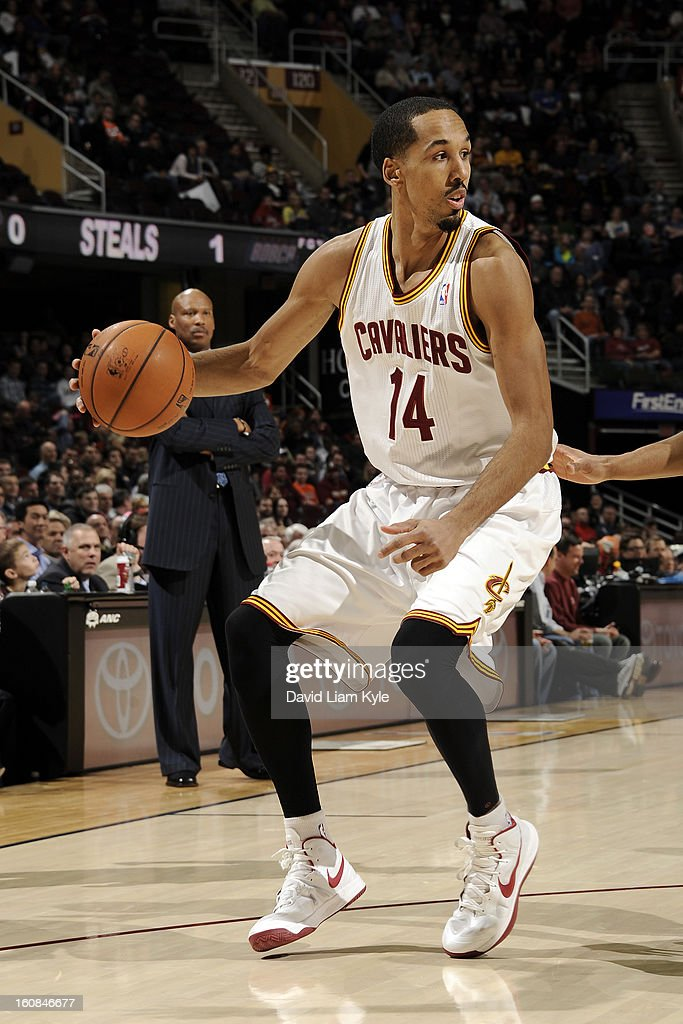 Shaun Livingston #14 of the Cleveland Cavaliers backs in towards the basket against the Charlotte Bobcats at The Quicken Loans Arena on February 6, 2013 in Cleveland, Ohio.