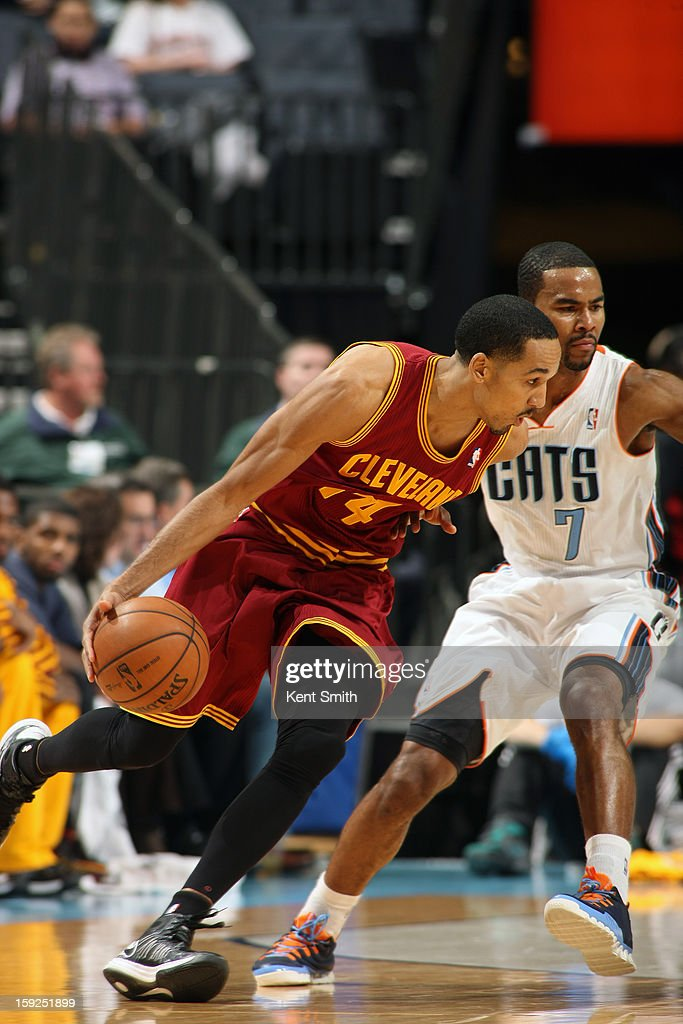 <a gi-track='captionPersonalityLinkClicked' href=/galleries/search?phrase=Shaun+Livingston&family=editorial&specificpeople=202955 ng-click='$event.stopPropagation()'>Shaun Livingston</a> #14 of the Cleveland Cavaliers drives to the basket against the Charlotte Bobcats at the Time Warner Cable Arena on January 4, 2013 in Charlotte, North Carolina.
