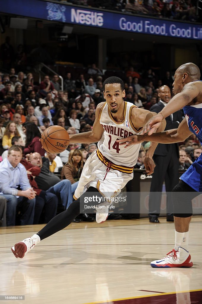 <a gi-track='captionPersonalityLinkClicked' href=/galleries/search?phrase=Shaun+Livingston&family=editorial&specificpeople=202955 ng-click='$event.stopPropagation()'>Shaun Livingston</a> #14 of the Cleveland Cavaliers drives to the basket against the Los Angeles Clippers at The Quicken Loans Arena on March 1, 2013 in Cleveland, Ohio.