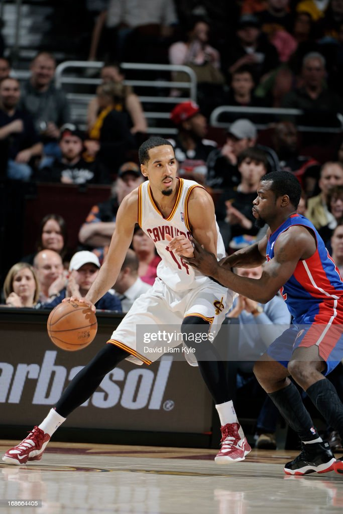 <a gi-track='captionPersonalityLinkClicked' href=/galleries/search?phrase=Shaun+Livingston&family=editorial&specificpeople=202955 ng-click='$event.stopPropagation()'>Shaun Livingston</a> #14 of the Cleveland Cavaliers drives to the basket against the Detroit Pistons at The Quicken Loans Arena on April 10, 2013 in Cleveland, Ohio.