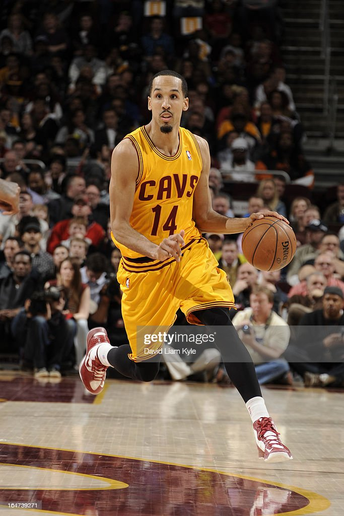<a gi-track='captionPersonalityLinkClicked' href=/galleries/search?phrase=Shaun+Livingston&family=editorial&specificpeople=202955 ng-click='$event.stopPropagation()'>Shaun Livingston</a> #14 of the Cleveland Cavaliers drives to the hoop against the Miami Heat at The Quicken Loans Arena on March 20, 2013 in Cleveland, Ohio.