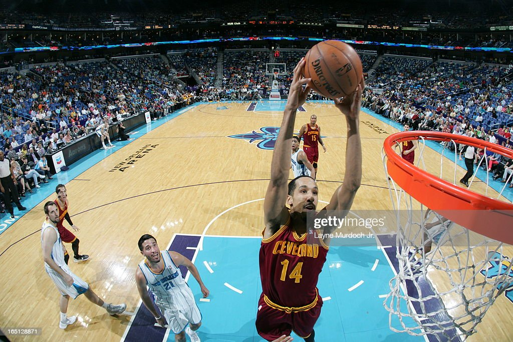<a gi-track='captionPersonalityLinkClicked' href=/galleries/search?phrase=Shaun+Livingston&family=editorial&specificpeople=202955 ng-click='$event.stopPropagation()'>Shaun Livingston</a> #14 of the Cleveland Cavaliers dunks against the New Orleans Hornets on March 31, 2013 at the New Orleans Arena in New Orleans, Louisiana.