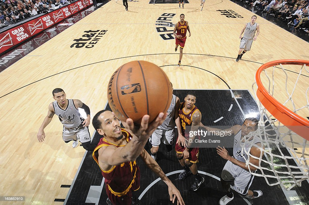 <a gi-track='captionPersonalityLinkClicked' href=/galleries/search?phrase=Shaun+Livingston&family=editorial&specificpeople=202955 ng-click='$event.stopPropagation()'>Shaun Livingston</a> #14 of the Cleveland Cavaliers goes to the basket during the game between the Cleveland Cavaliers and the San Antonio Spurs on March 16, 2013 at the AT&T Center in San Antonio, Texas.