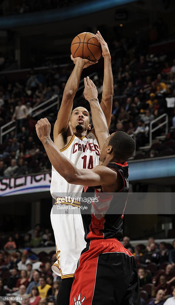 Shaun Livingston #14 of the Cleveland Cavaliers goes up for the shot against DeMar DeRozan #10 of the Toronto Raptors at The Quicken Loans Arena on February 27, 2013 in Cleveland, Ohio.