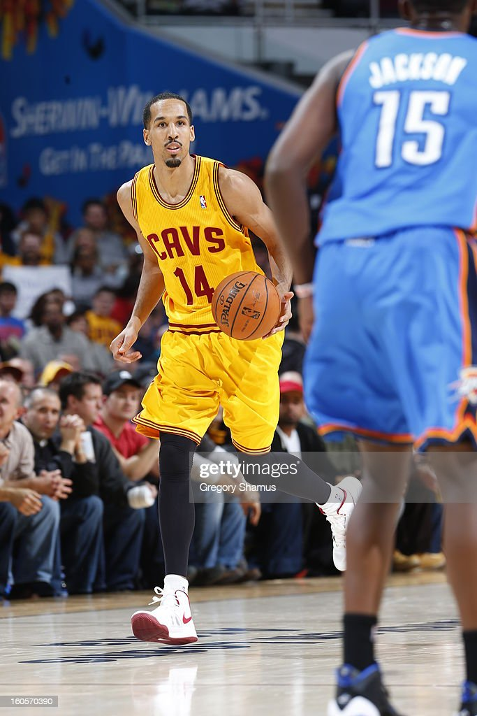 Shaun Livingston #14 of the Cleveland Cavaliers handles the ball up-court against the Oklahoma City Thunder at The Quicken Loans Arena on February 2, 2013 in Cleveland, Ohio.