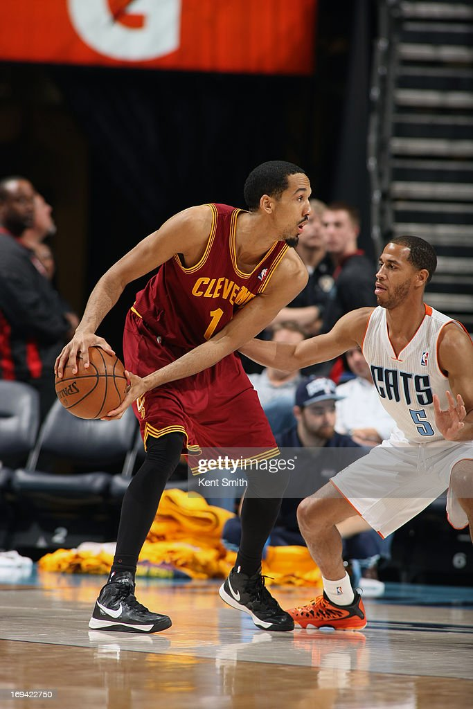 <a gi-track='captionPersonalityLinkClicked' href=/galleries/search?phrase=Shaun+Livingston&family=editorial&specificpeople=202955 ng-click='$event.stopPropagation()'>Shaun Livingston</a> #14 of the Cleveland Cavaliers looks to pass the ball against the Charlotte Bobcats of the Cleveland Cavaliers at the Time Warner Cable Arena on April 17, 2013 in Charlotte, North Carolina.