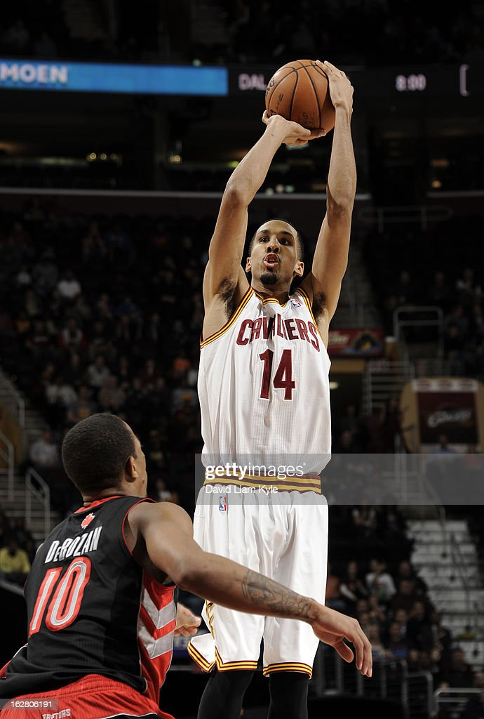 Shaun Livingston #14 of the Cleveland Cavaliers shoots a jumper against DeMar DeRozan #10 of the Toronto Raptors at The Quicken Loans Arena on February 27, 2013 in Cleveland, Ohio.