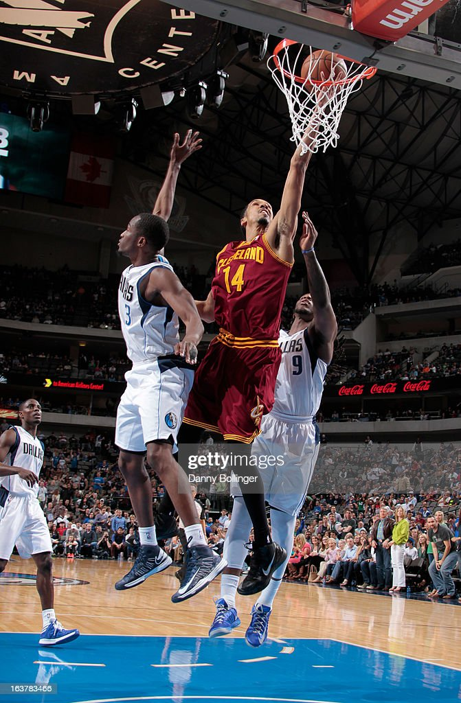 <a gi-track='captionPersonalityLinkClicked' href=/galleries/search?phrase=Shaun+Livingston&family=editorial&specificpeople=202955 ng-click='$event.stopPropagation()'>Shaun Livingston</a> #14 of the Cleveland Cavaliers shoots a layup against <a gi-track='captionPersonalityLinkClicked' href=/galleries/search?phrase=Rodrigue+Beaubois&family=editorial&specificpeople=5299423 ng-click='$event.stopPropagation()'>Rodrigue Beaubois</a> #3 and <a gi-track='captionPersonalityLinkClicked' href=/galleries/search?phrase=Jae+Crowder&family=editorial&specificpeople=7357507 ng-click='$event.stopPropagation()'>Jae Crowder</a> #9 of the Dallas Mavericks on March 15, 2013 at the American Airlines Center in Dallas, Texas.