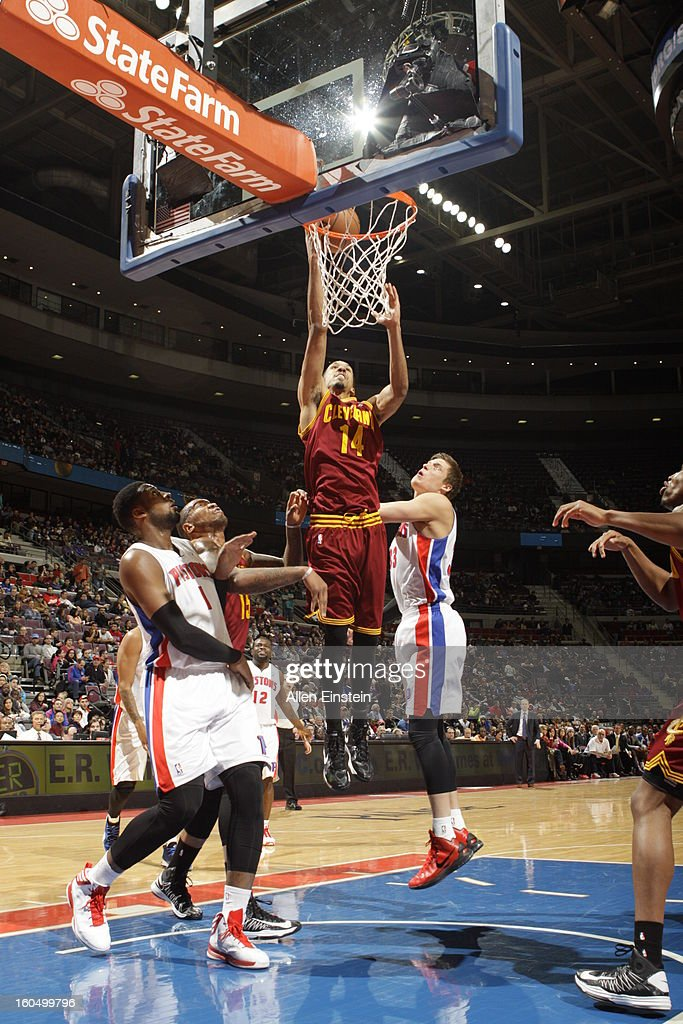 Shaun Livingston #14 of the Cleveland Cavaliers shoots against Jonas Jerebko #33 of the Detroit Pistons on February 1, 2013 at The Palace of Auburn Hills in Auburn Hills, Michigan.