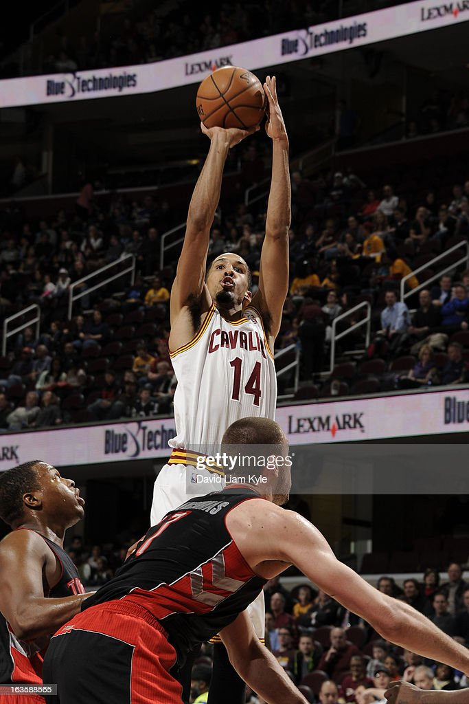 <a gi-track='captionPersonalityLinkClicked' href=/galleries/search?phrase=Shaun+Livingston&family=editorial&specificpeople=202955 ng-click='$event.stopPropagation()'>Shaun Livingston</a> #14 of the Cleveland Cavaliers shoots against <a gi-track='captionPersonalityLinkClicked' href=/galleries/search?phrase=Kyle+Lowry&family=editorial&specificpeople=714625 ng-click='$event.stopPropagation()'>Kyle Lowry</a> #3 and <a gi-track='captionPersonalityLinkClicked' href=/galleries/search?phrase=Jonas+Valanciunas&family=editorial&specificpeople=5654195 ng-click='$event.stopPropagation()'>Jonas Valanciunas</a> #17 of the Toronto Raptors at The Quicken Loans Arena on February 27, 2013 in Cleveland, Ohio.