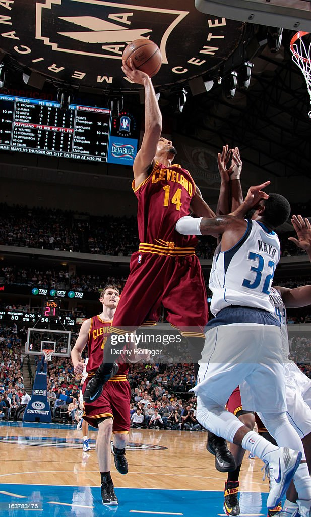 <a gi-track='captionPersonalityLinkClicked' href=/galleries/search?phrase=Shaun+Livingston&family=editorial&specificpeople=202955 ng-click='$event.stopPropagation()'>Shaun Livingston</a> #14 of the Cleveland Cavaliers shoots against <a gi-track='captionPersonalityLinkClicked' href=/galleries/search?phrase=O.J.+Mayo&family=editorial&specificpeople=2351505 ng-click='$event.stopPropagation()'>O.J. Mayo</a> #32 and the Dallas Mavericks on March 15, 2013 at the American Airlines Center in Dallas, Texas.