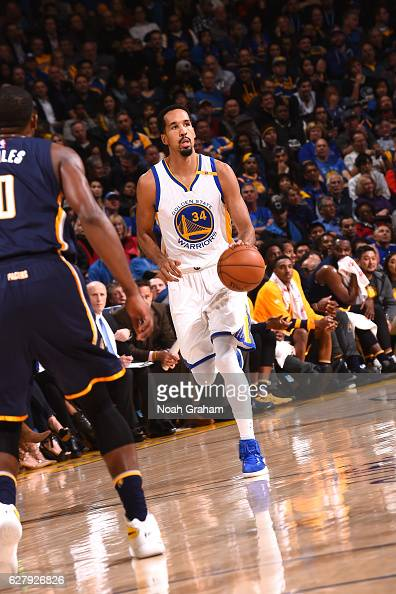 Shaun Livingston of the Golden State Warriors brings the ball up court during the game against the Indiana Pacers on December 5 2016 at ORACLE Arena...