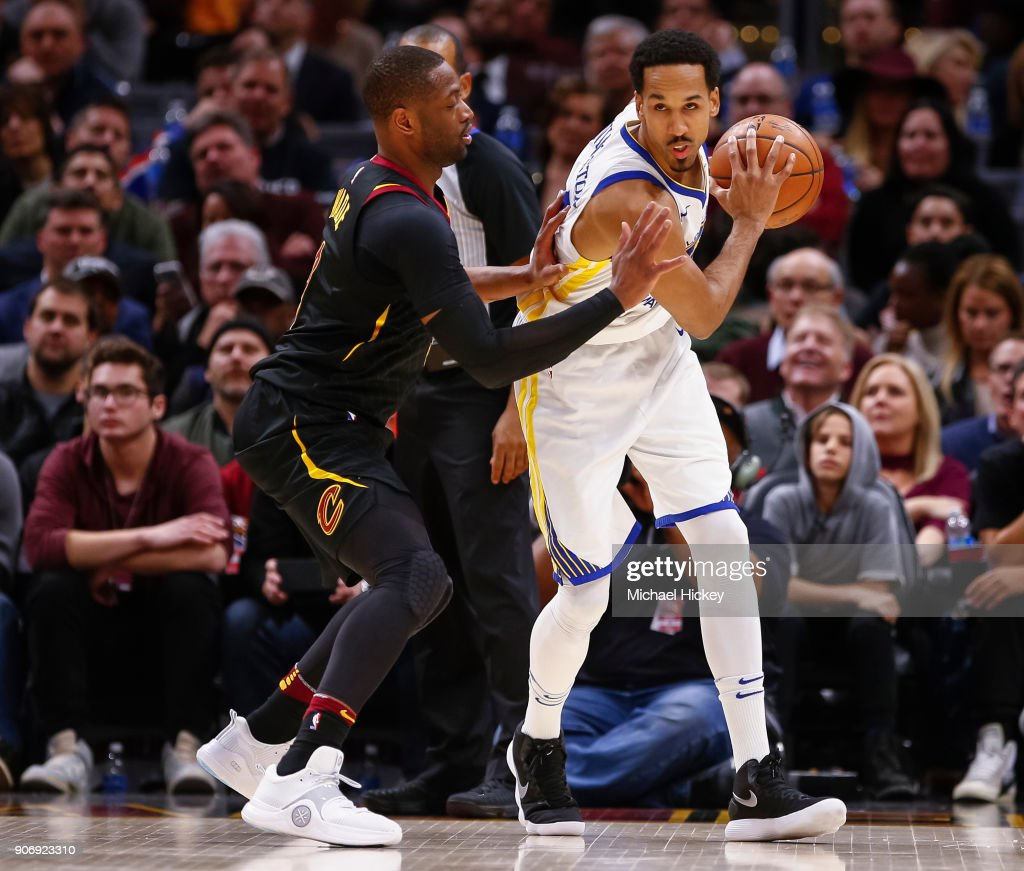 Shaun Livingston #34 of the Golden State Warriors dribbles the ball against Dwyane Wade #9 of the Cleveland Cavaliers at Quicken Loans Arena on January 15, 2018 in Cleveland, Ohio.