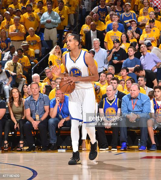 Shaun Livingston of the Golden State Warriors dribbles up court against the Cleveland Cavaliers at the Oracle Arena During Game Five of the 2015 NBA...