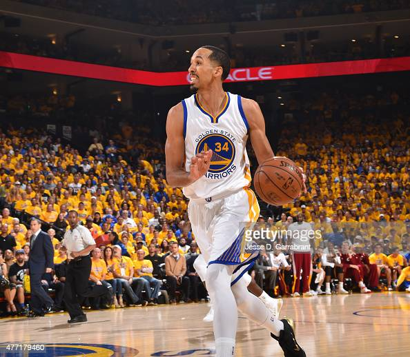 Shaun Livingston of the Golden State Warriors dribbles up the court against the Cleveland Cavaliers at the Oracle Arena During Game one of the 2015...