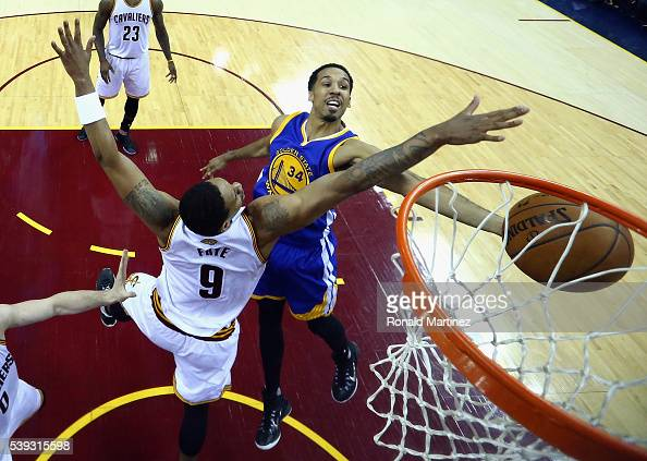 Shaun Livingston of the Golden State Warriors drives to the basket against Channing Frye of the Cleveland Cavaliers during the first half in Game 4...