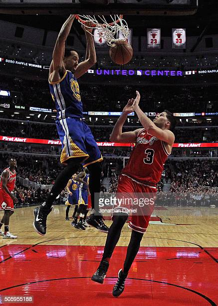 Shaun Livingston of the Golden State Warriors dunks over Doug McDermott of the Chicago Bulls at the United Center on January 20 2016 in Chicago...