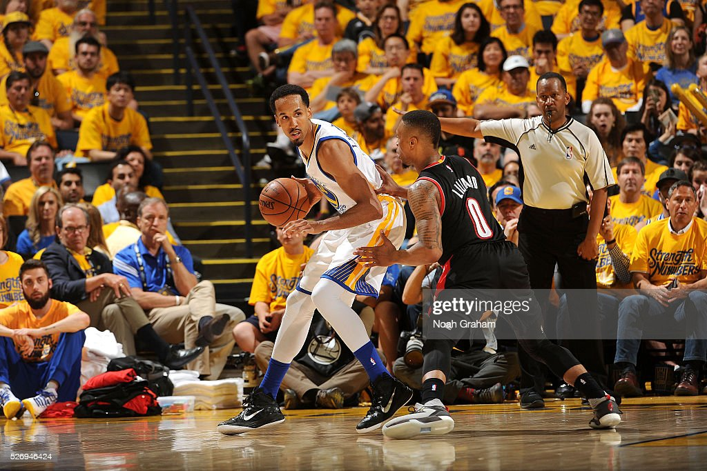 Shaun Livingston #34 of the Golden State Warriors handles the ball during the game against the Portland Trail Blazers in Game One of the Western Conference Semifinals during the 2016 NBA Playoffs on May 1, 2016 at ORACLE Arena in Oakland, California.