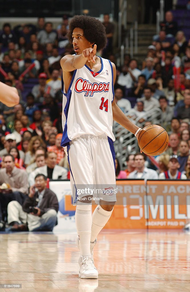 Shaun Livingston #14 of the Los Angeles Clippers runs the offense during the game against the Houston Rockets at Staples Center on November 20, 2004 in Los Angeles, California. The Rockets won in overtime 91-86.