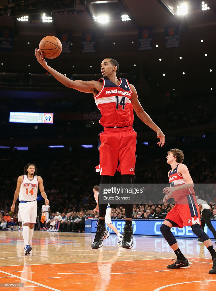 Shaun Livingston #14 of the Washington Wizards grabs a rebound against the New York Knicks at Madison Square Garden on November 30, 2012 in New York City.