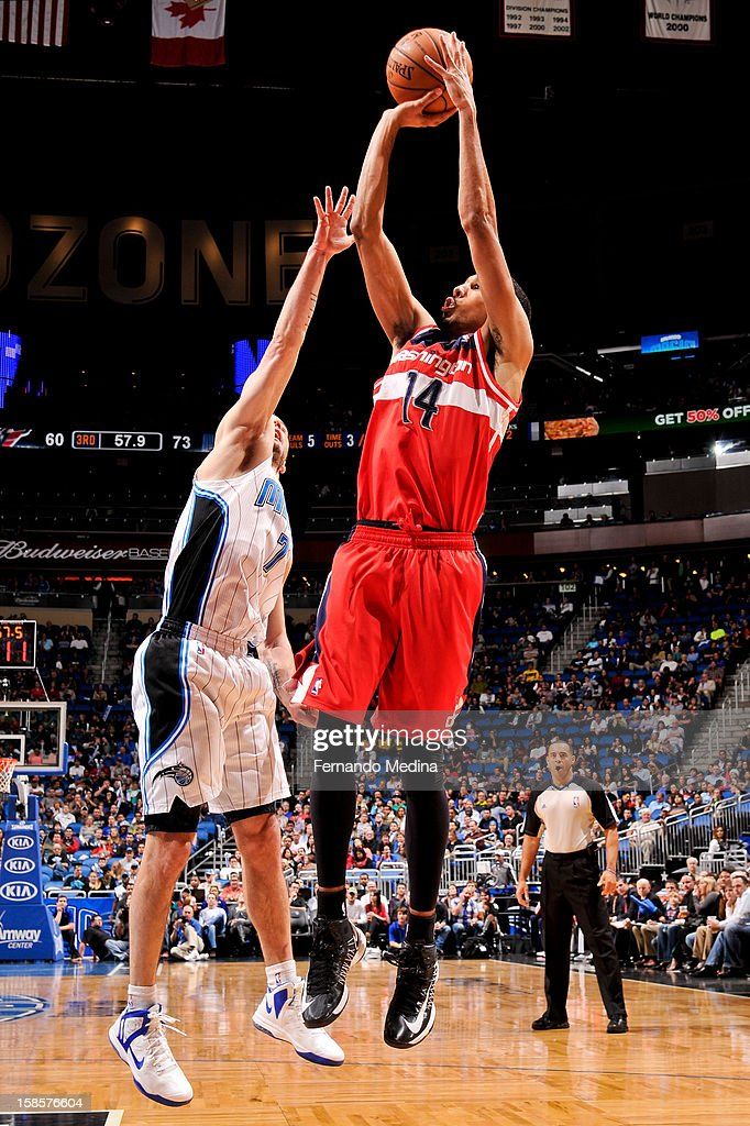 Shaun Livingston #14 of the Washington Wizards shoots against J.J. Redick #7 of the Orlando Magic on December 19, 2012 at Amway Center in Orlando, Florida.