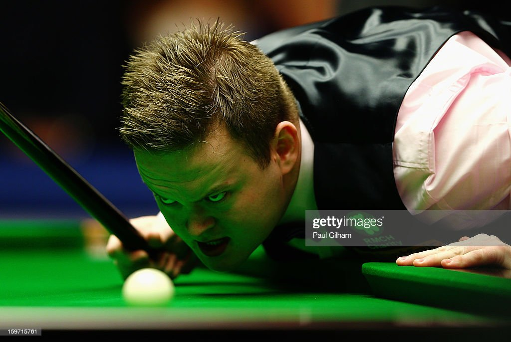 <a gi-track='captionPersonalityLinkClicked' href=/galleries/search?phrase=Shaun+Murphy+-+Snooker+Player&family=editorial&specificpeople=208811 ng-click='$event.stopPropagation()'>Shaun Murphy</a> of England lines up a shot the semi-final match between Neil Robertson of Australia and <a gi-track='captionPersonalityLinkClicked' href=/galleries/search?phrase=Shaun+Murphy+-+Snooker+Player&family=editorial&specificpeople=208811 ng-click='$event.stopPropagation()'>Shaun Murphy</a> of England at Alexandra Palace on January 19, 2013 in London, England.