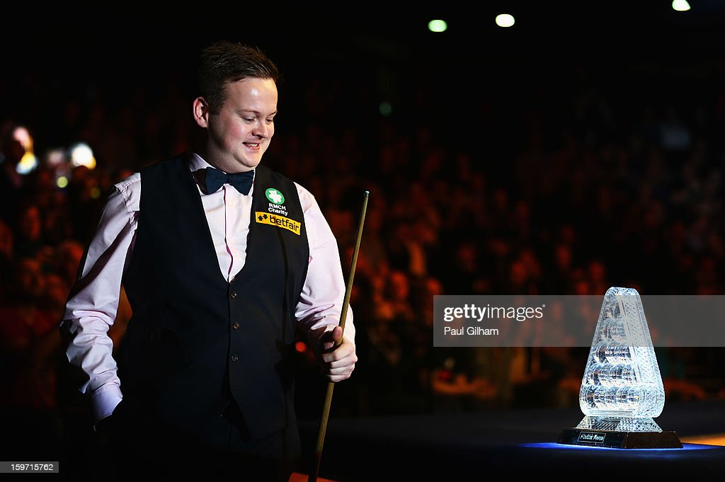 <a gi-track='captionPersonalityLinkClicked' href=/galleries/search?phrase=Shaun+Murphy+-+Snooker+Player&family=editorial&specificpeople=208811 ng-click='$event.stopPropagation()'>Shaun Murphy</a> of England looks at The Masters Trophy as he walks out for the semi-final match between Neil Robertson of Australia and <a gi-track='captionPersonalityLinkClicked' href=/galleries/search?phrase=Shaun+Murphy+-+Snooker+Player&family=editorial&specificpeople=208811 ng-click='$event.stopPropagation()'>Shaun Murphy</a> of England at Alexandra Palace on January 19, 2013 in London, England.