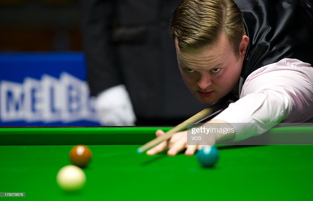 <a gi-track='captionPersonalityLinkClicked' href=/galleries/search?phrase=Shaun+Murphy+-+Snooker+Player&family=editorial&specificpeople=208811 ng-click='$event.stopPropagation()'>Shaun Murphy</a> of England plays a shot during the match against Marco Fu of Hong Kong on day three of the World Snooker Australia Open at the Bendigo Stadium on July 11, 2013 in Bendigo, Australia.