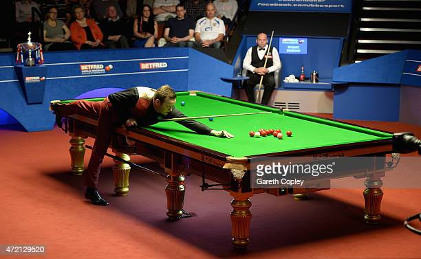 Shaun Murphy plays a shot against Stuart Bingham during the final of the 2015 Betfred World Snooker Championship at Crucible Theatre on May 4 2015 in...